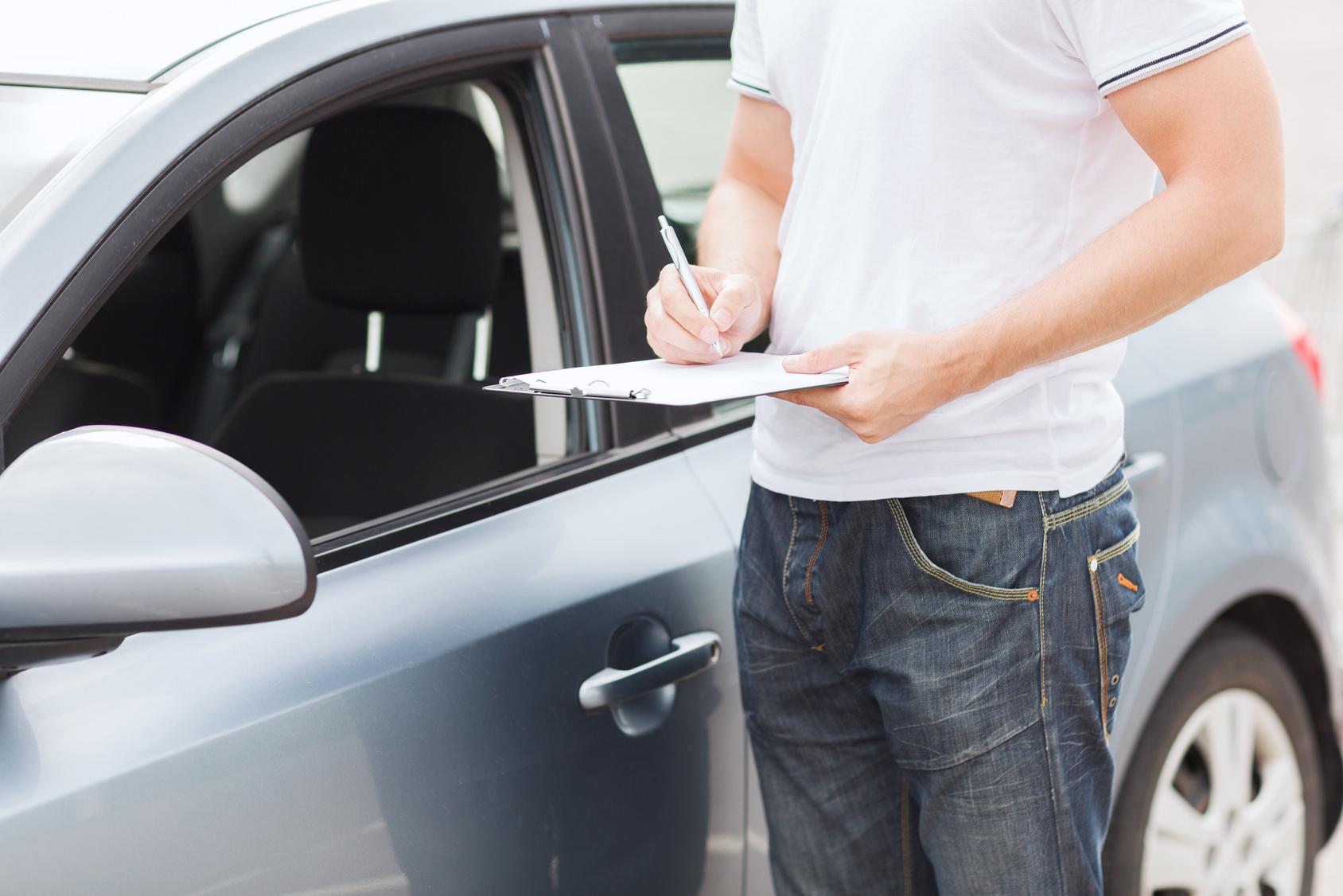 tips berkendara aman menggunakan rental mobil